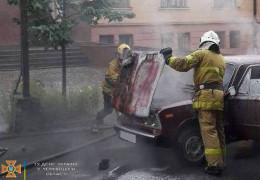 Минулої доби у Чернівцях горіли два автомобілі