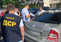 3000 доларів США за вирішення земельних питань – поліцейські затримали посадовця однієї з ОТГ Буковини