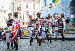 """У Чернівцях проходить дводенний фольклорний фестиваль """"Буковинські зустрічі"""""""