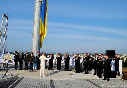Як на Буковині найвищий Державний прапор Украни піднімали