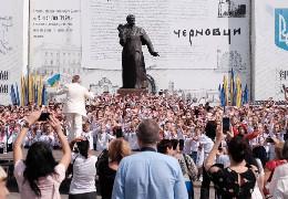 """У Чернівцях встановили рекорд України, виконавши """"Червону руту"""" під час флешмобу"""