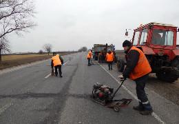 На Вижниччині привласнили понад 1 млн грн бюджетних коштів, виділених на відновлення дороги
