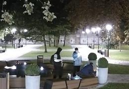 «Зробимо цих телепнів відомими»: мер Чернівців опублікував повну версію відео з вандалами, які розписали чашу в оновленому сквері