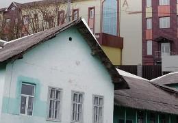 Замість новозбудованої за 80 млн. гривень у Рідківцях школі місцеві діти поки навчаються у старій садибі