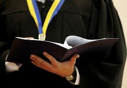 На Буковині онучка подала до суду на свого дідуся за матюки