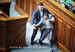 Микола Тищенко силою зірвав виступ Гео Лероса і почав колегу тягати по Верховні раді