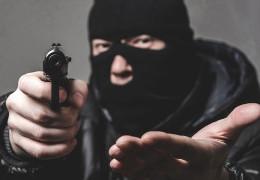Побив, зв'язав та пограбував: за розбійний напад на пенсіонерку жителя Чернівців посадять на сім років