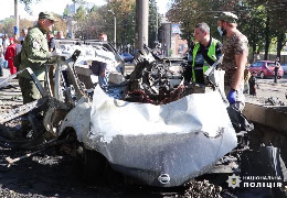 Від вибух автомобіля у Дніпрі загинули начальниця відділу ДСНС і ветеран АТО. ЗМІ повідомляють про закладену вибухівку