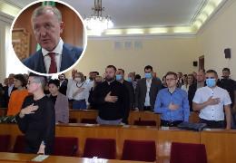 """Як поіменно голосували депутати Чернівецької районної ради за недовіру голові ОДА Осачуку. Бурбак вважає, що тому створюють """"ауру мученика"""""""