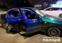 У Чернівцях затримали чоловіка, який зі свого авто влашував стрілянину з пістолета по автомобілю місцевого жителя