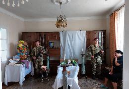 У Лужанах попрощалася з учасником бойових дій на Сході України, бійцем Національної гвардії України Олексієм Сивкою