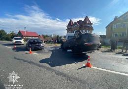 У Лужанах на трасі Івано-Франківськ-Чернівці в результаті аварії легковик Nissan перекинувся на дах