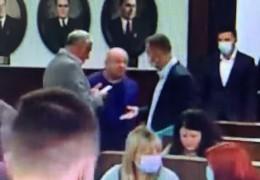 Екс-секретар Чернівецької міськради Продан з кулаками і лайкою накинувся на «Слугу народу» Просяного