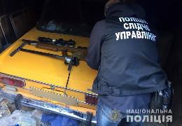 Поліцейські у Чернівцях виявили підпільний цех у гаражі, де переробляли травмати та виготовляли власну бойову зброю