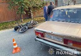 Буковинські поліцейські розслідують обставини аварії, у якій травмувався мотоцикліст