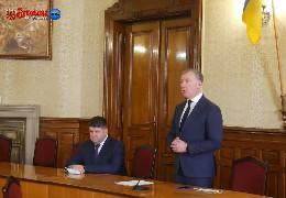 Осачук намагається звільнити Козарійчука з посади голови Чернівецької РДА. Але не за корупцію, а на догоду ударівцю Чинушу