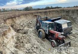 Поліція викрила буковинця, який нелегально видобував корисні копалини поблизу річки Сірет у селі Новий Вовчинець