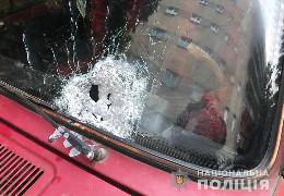 Житель Івано-Франківська влаштував у Чернівцях стрілянину по легковику і поранив двох людей