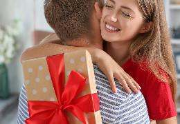 Як зробити оригінальний подарунок дівчині на день народження