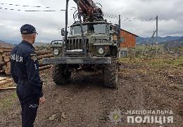 """На вихідні на Путильщині спіймали двох крадіїв лісодеревини. Кажуть, що цей злочин """"тяне"""" на три роки тюрми"""