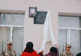 У Чагорській ОТГ відкрили пам'ятну дошку, присвячену лікарю-добровольцю Георгію Теслюку