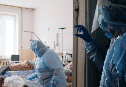 """Ольга Кобевко: Комусь в """"будинку з левами"""" вигідно, щоб не змінилась думка суспільства, щодо користі вакцинації?"""
