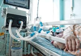 """У реанімації Кіцманської лікарні всі пацієнти не вакциновані. Репортаж з """"червоної зони"""""""